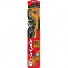 Зубная щетка золотая с древесным углем COLGATE