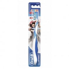Oral-B Зубная щетка Junior для детей 6-12 лет мягкая